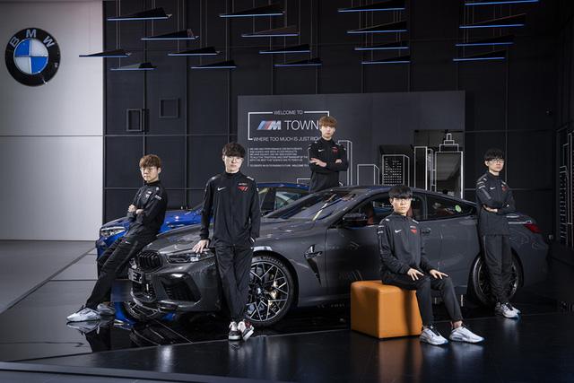 T1 tung loạt ảnh quảng bá thương hiệu xe sang BMW, Faker ngày càng ra dáng 'chủ tịch' 2