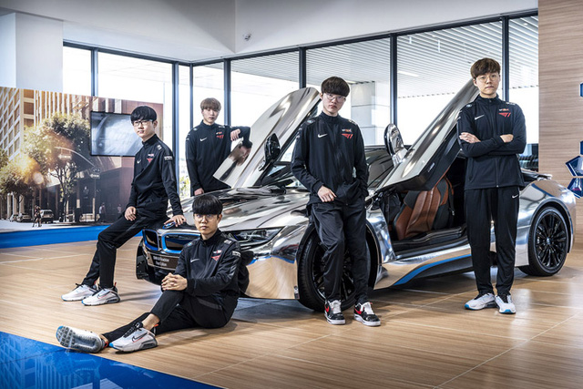 T1 tung loạt ảnh quảng bá thương hiệu xe sang BMW, Faker ngày càng ra dáng 'chủ tịch' 1