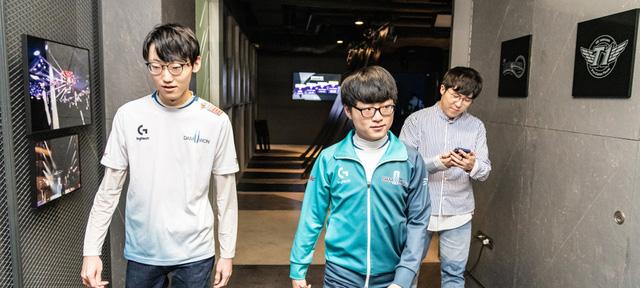 Showmaker (người áo xanh) và Nuguri (người áo trắng) là những tài năng hiếm có của LCK.