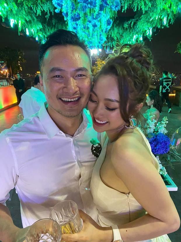 Sau 2 cuộc hôn nhân thất bại, Chi Bảo tận hưởng hạnh phúc bên cạnh bạn gái hơn 10 năm vô cùng gợi cảm và xinh đẹp