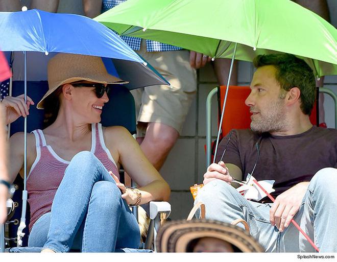 Ben Affleck và Jennifer Garner trong chuyến đi nghỉ cùng 3 con khi họ đã không còn là vợ chồng.
