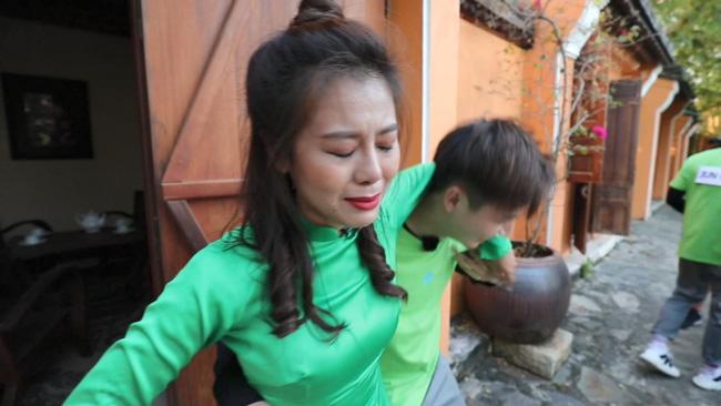 'Khát máu' ở Running Man, Trấn Thành bị Jun Phạm - Liên Bỉnh Phát 'chơi dơ' hội đồng xé bảng tên 5