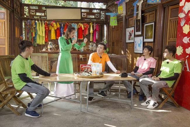 'Khát máu' ở Running Man, Trấn Thành bị Jun Phạm - Liên Bỉnh Phát 'chơi dơ' hội đồng xé bảng tên 4