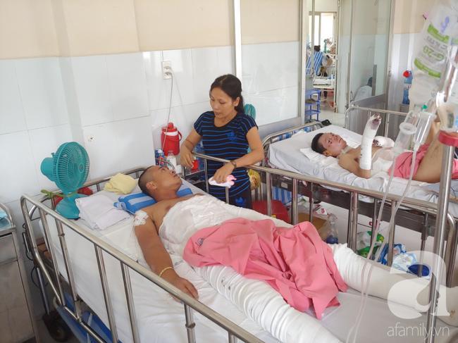 Hai vợ chồng anh Tuấn động viên nhau ráng điều trị trở về với con.