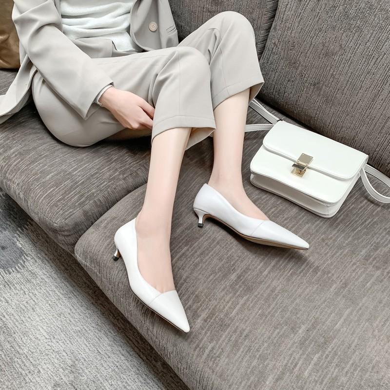 4 mẫu giày tưởng 'lùn' mà lại vẫn hack dáng tôn chân, hội chị em không sắm ngay thì quá phí 4