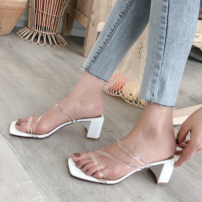 4 mẫu giày tưởng 'lùn' mà lại vẫn hack dáng tôn chân, hội chị em không sắm ngay thì quá phí 12