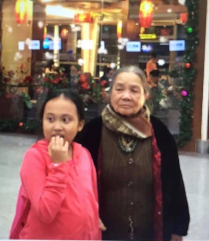 Con gái Phương Thanh ngày còn nhỏ và bà nội.