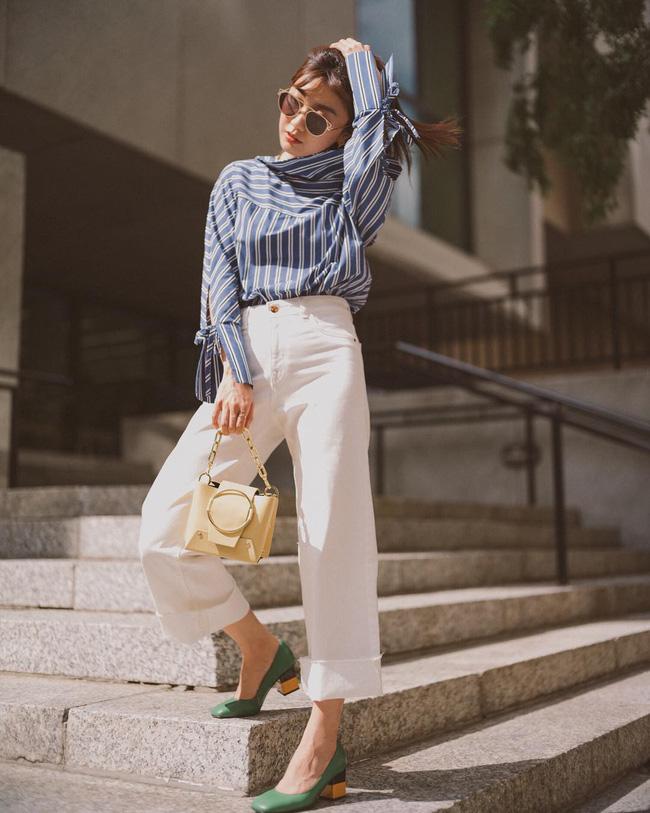 Khi những ngày nắng vẫn còn thì các nàng hoàn toàn có thể tận dụng những chiếc áo blouse hay sơ mi dài tay; mix cùng chiếc quần trắng, hoàn thiện với đôi giày đế thấp là xinh ngất ngây lại vô cùng thanh lịch.