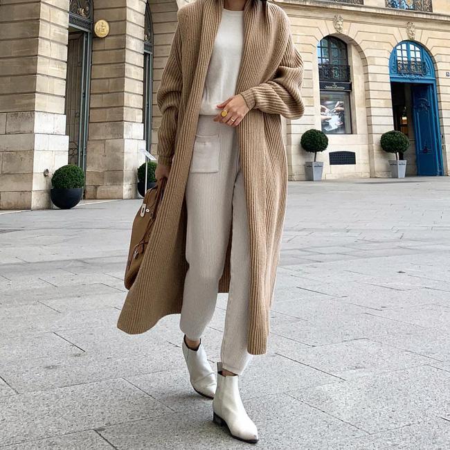 Tạo cho mình một set đồ liền mạch từ áo, quần cho đến giày như thế này sẽ giúp bạn trông cao ráo hơn hẳn.