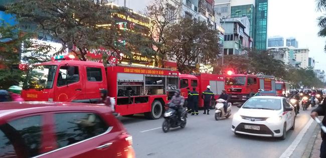 4 chiếc xe cứu hỏa được điều động đến hiện trường
