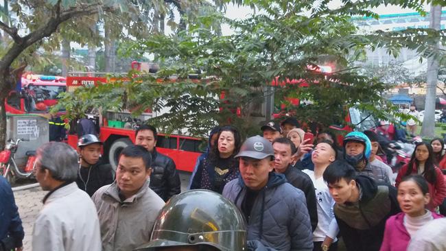 Người dân hốt hoảng sau đám cháy