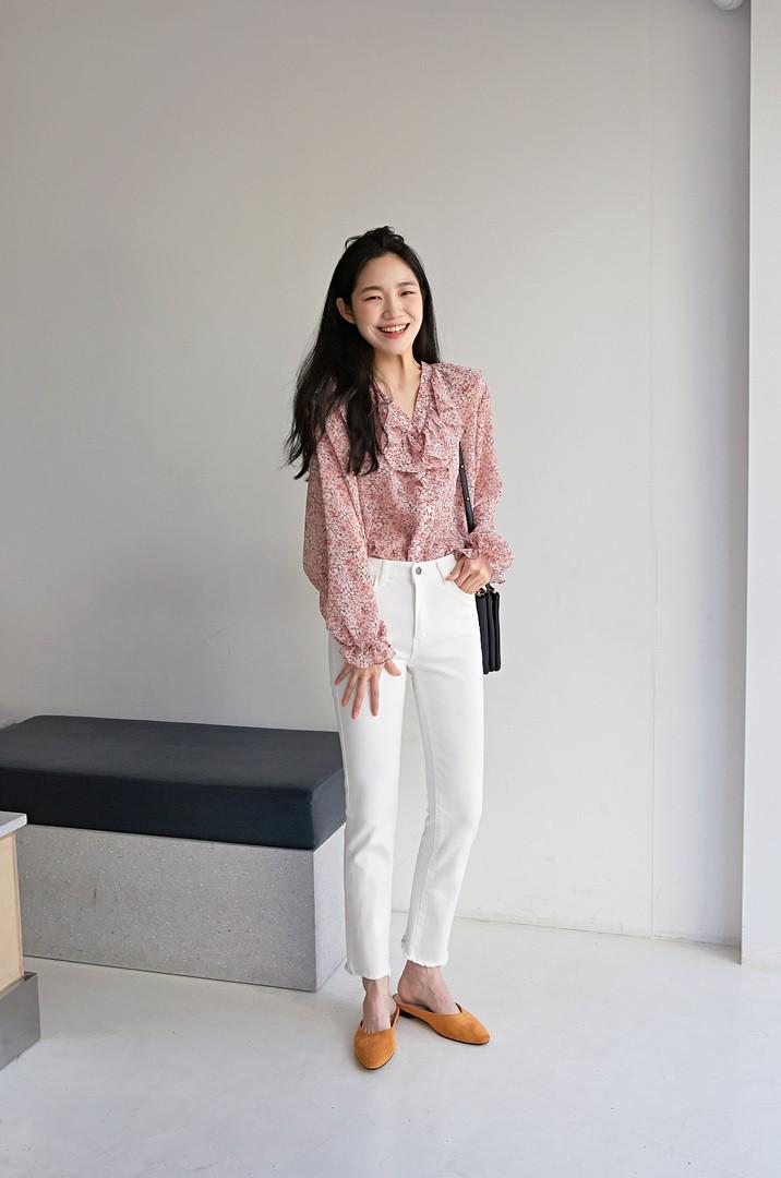 Quên quần áo dày dặn mùa lạnh đi, nàng công sở cứ sắm 5 items này là đủ mặc đẹp từ Xuân sang Hè 0