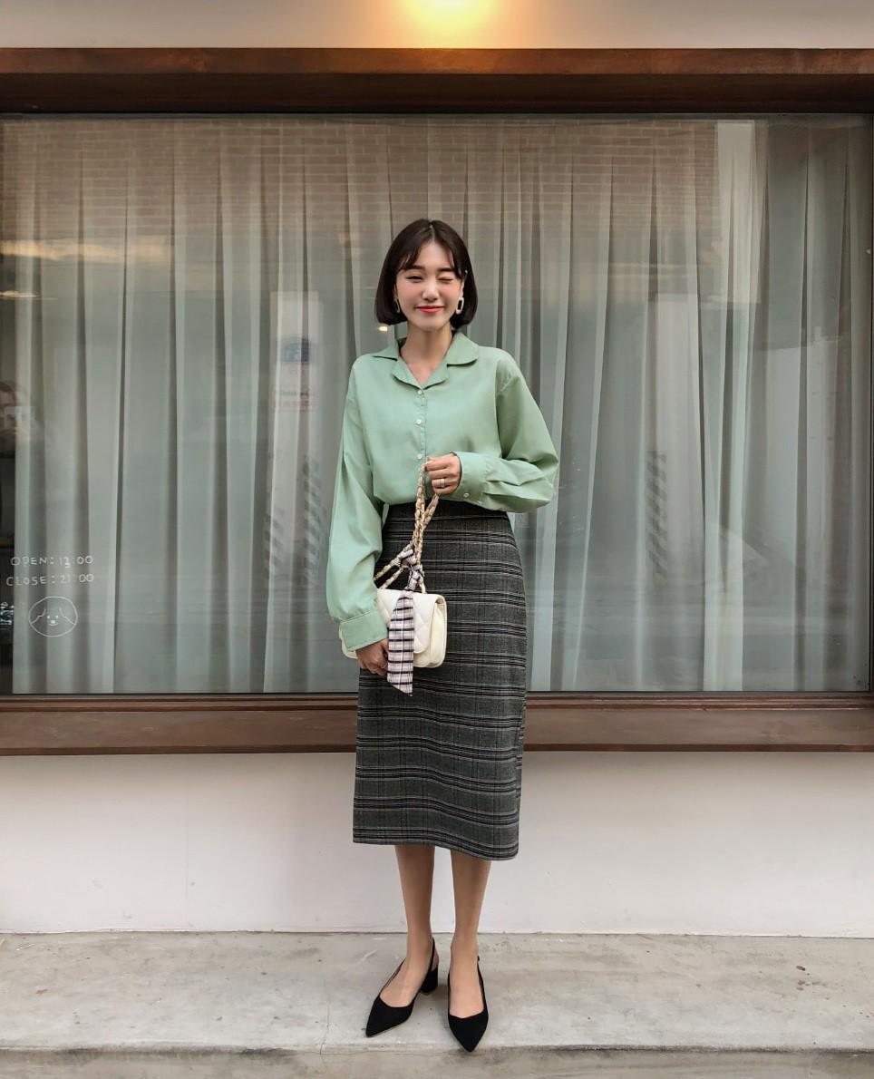 Quên quần áo dày dặn mùa lạnh đi, nàng công sở cứ sắm 5 items này là đủ mặc đẹp từ Xuân sang Hè 12
