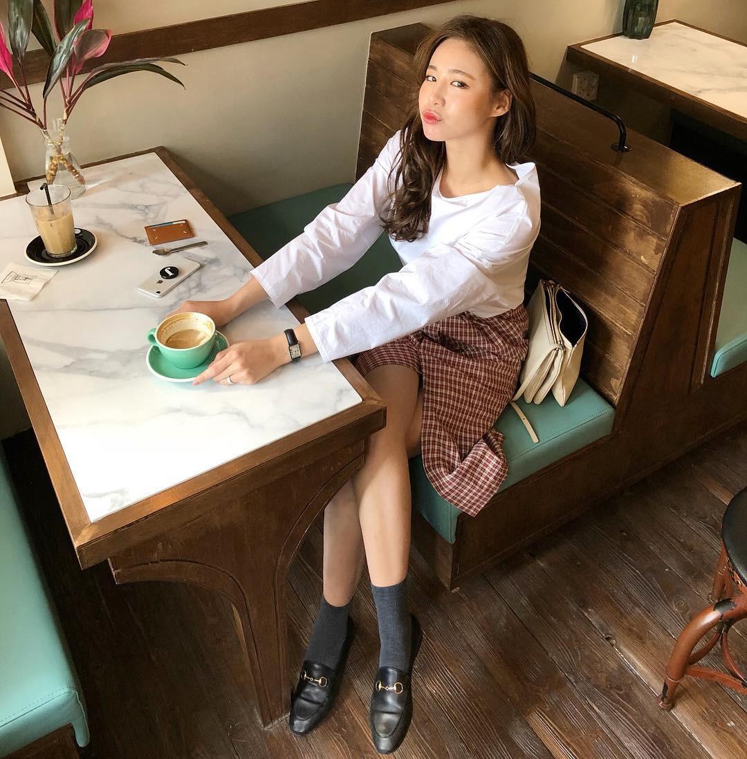 15 gợi ý diện áo blouse dài tay vừa đẹp vừa xinh, đảm bảo bạn sẽ muốn mặc mãi trong thời điểm giao mùa này 14
