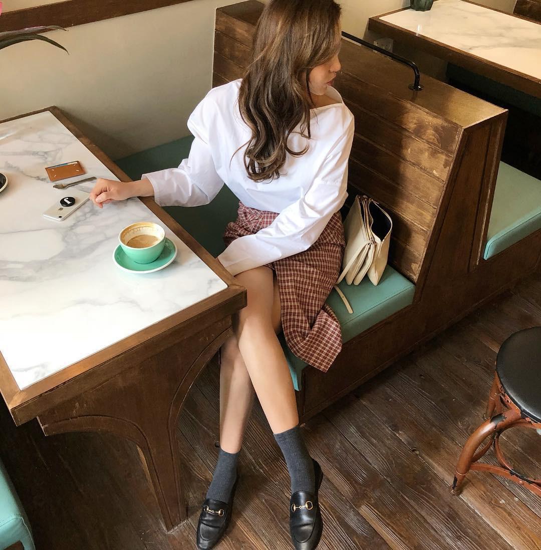 15 gợi ý diện áo blouse dài tay vừa đẹp vừa xinh, đảm bảo bạn sẽ muốn mặc mãi trong thời điểm giao mùa này 13