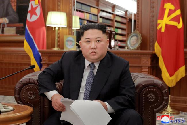 Tuy nhiên điều gây bất ngờ nhất đó là kiểu tóc mái trứ danh bao năm qua của Chủ tịch Triều tiên – ông Kim Jong Un lại hoàn toàn không có trong danh sách này.