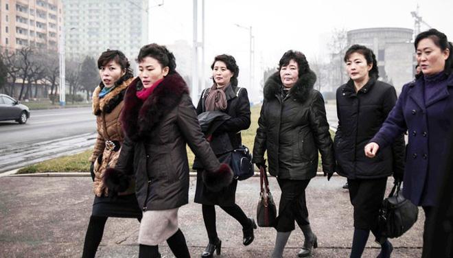 Báo chí nước ngoài từng bất ngờ khi biết phụ nữ và nam giới Triều Tiên làm tóc theo đúng 15 kiểu được quy định 6