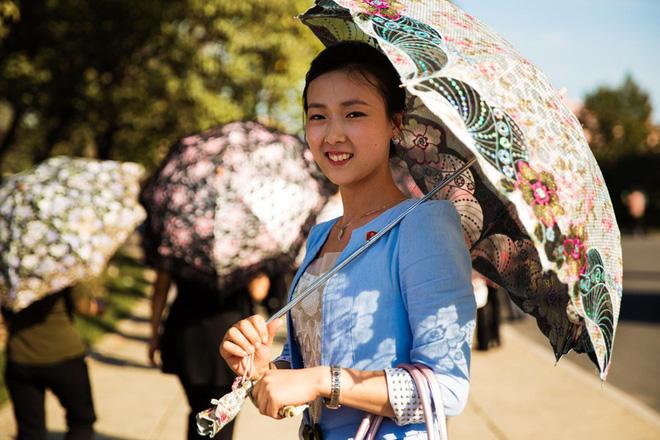 Báo chí nước ngoài từng bất ngờ khi biết phụ nữ và nam giới Triều Tiên làm tóc theo đúng 15 kiểu được quy định 7