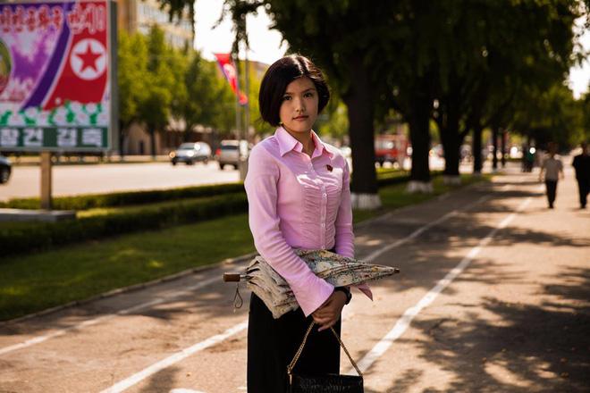 Báo chí nước ngoài từng bất ngờ khi biết phụ nữ và nam giới Triều Tiên làm tóc theo đúng 15 kiểu được quy định 8