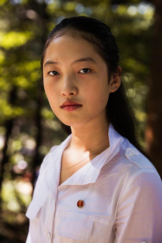 Báo chí nước ngoài từng bất ngờ khi biết phụ nữ và nam giới Triều Tiên làm tóc theo đúng 15 kiểu được quy định 10