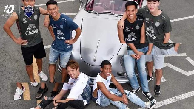 Xuân Trường cực bảnh bao trong lần đầu làm 'người mẫu' tại Thái Lan 0