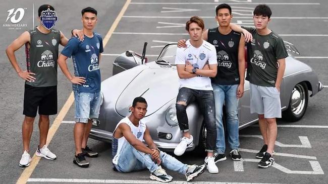Xuân Trường cực bảnh bao trong lần đầu làm 'người mẫu' tại Thái Lan 1