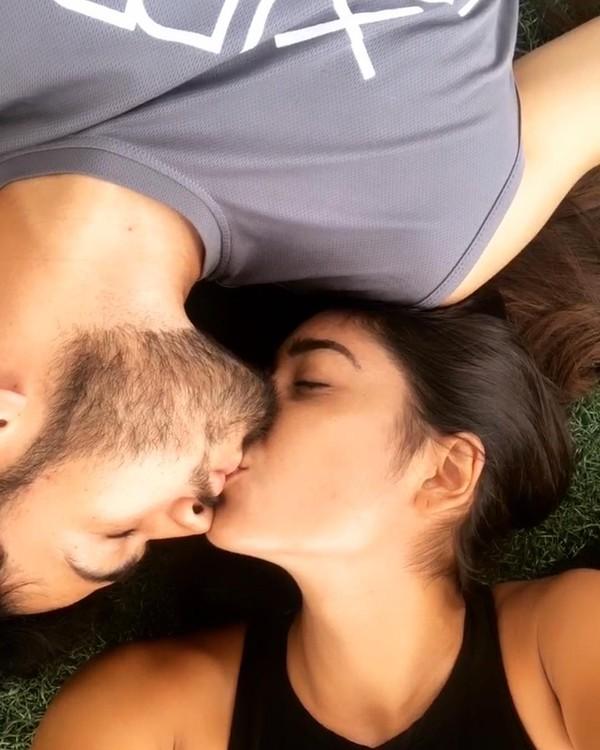 Cặp đôi liên tục công khai những hình ảnh tình tứ trên trang cá nhân.