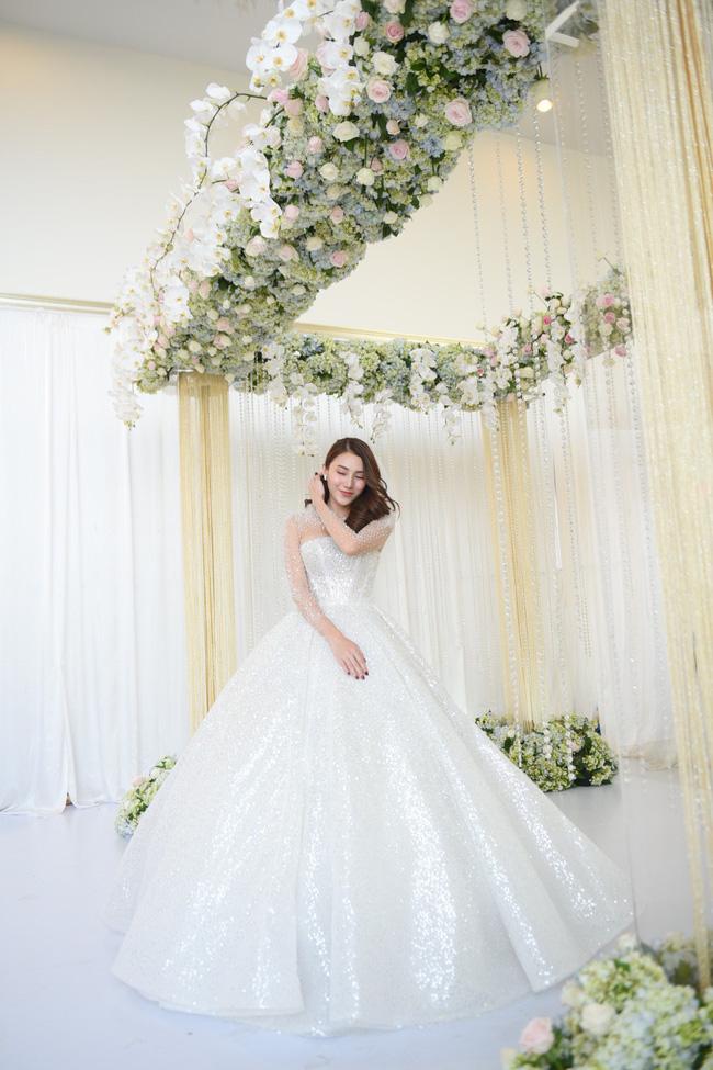 Lộ thêm loạt ảnh cưới đẹp như mơ của Lê Hà - The Face và ông xã đại gia điển trai 8
