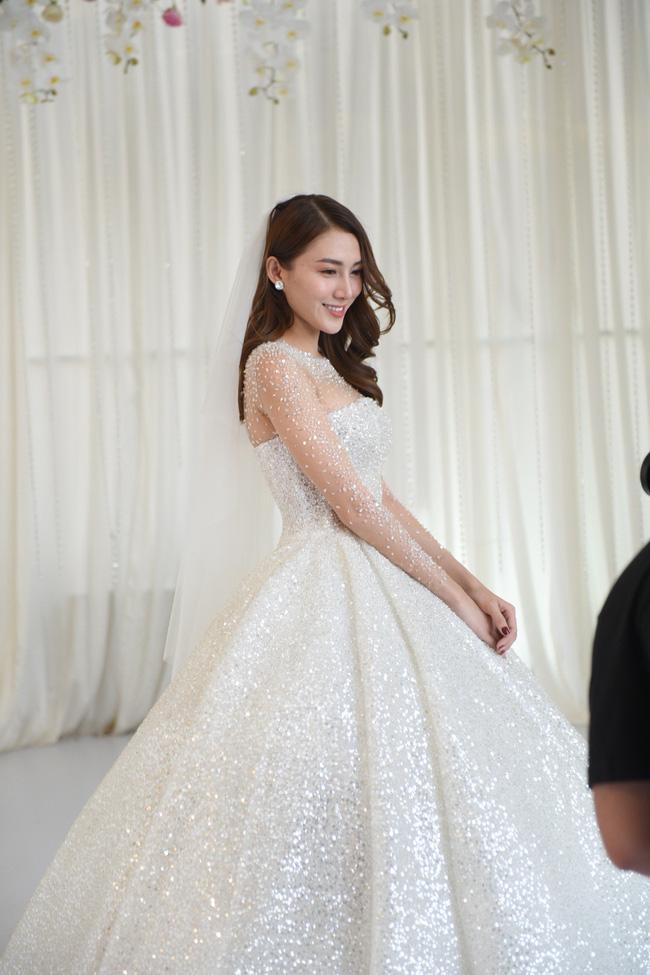 Lộ thêm loạt ảnh cưới đẹp như mơ của Lê Hà - The Face và ông xã đại gia điển trai 7