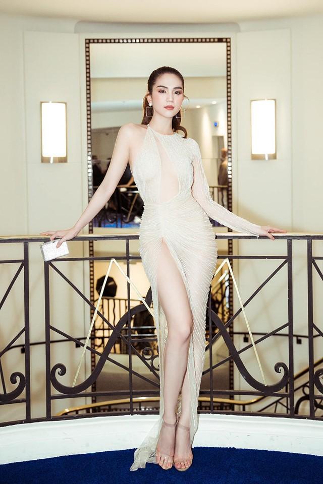 Stylist bộ đầm thị phi mà Ngọc Trinh mặc tại Cannes: 'Lúc chị gửi trang phục cho xem là tay chân lạnh ngắt rồi' 1