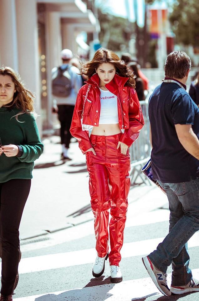 Bên cạnh đó, bộ đầm Ngọc Trinh mặc ngày 1 Cannes và một số trang phục chụp hình street style cũng do anh chàng Phạm Bảo Luận làm stylist.