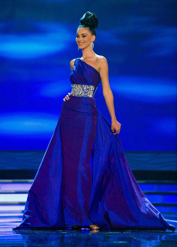 Á hậu 2 Miss Universe 2009 - Gona Dragusha người Kosovo.