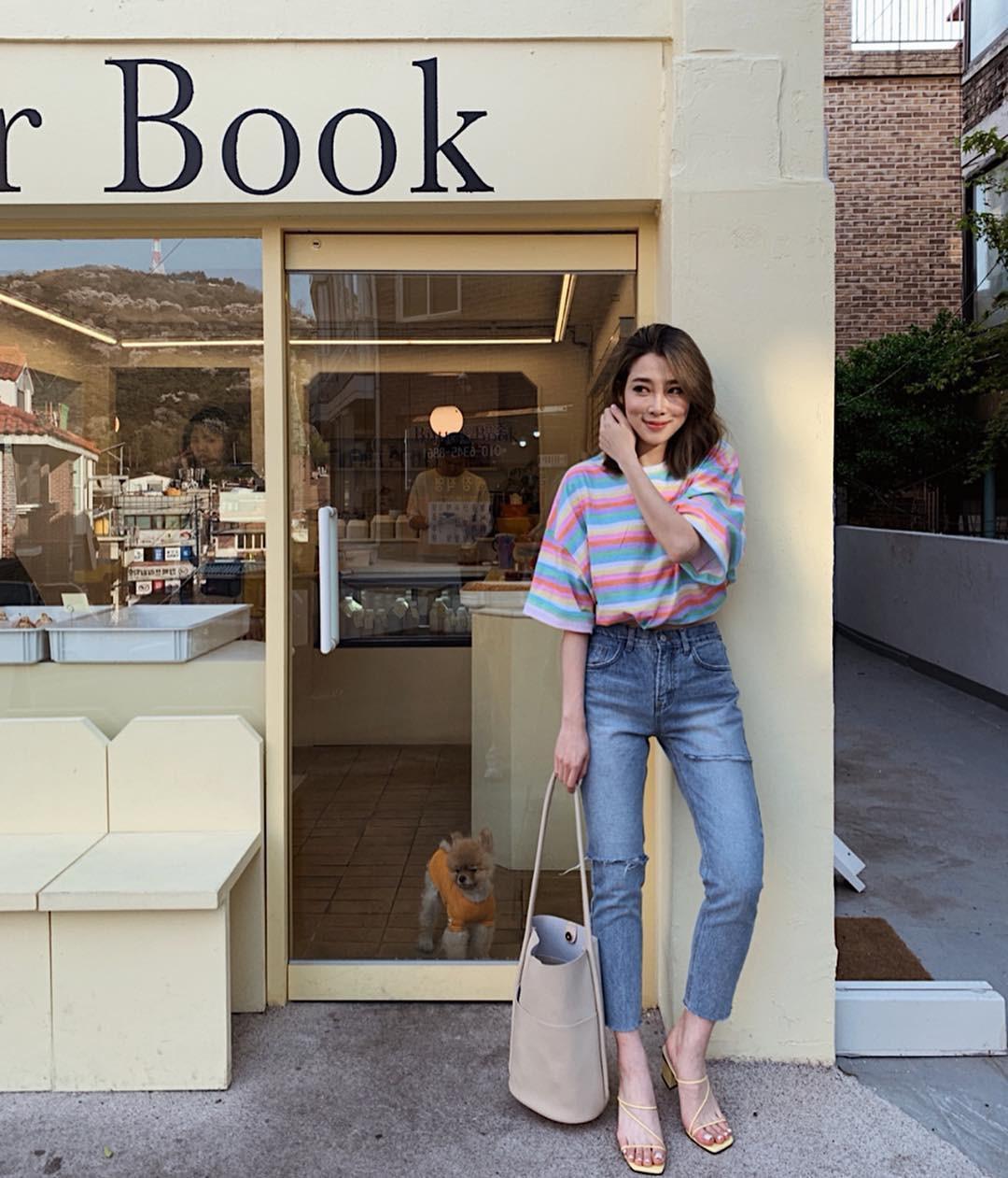 Bảo chứng cho vẻ sành điệu là combo áo phông – quần jeans với 15 ý tưởng diện mãi không biết chán này 5