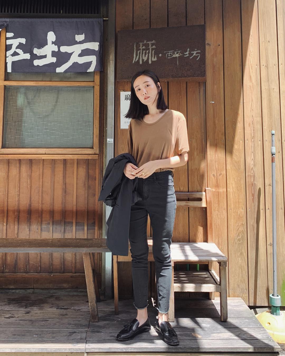 Bảo chứng cho vẻ sành điệu là combo áo phông – quần jeans với 15 ý tưởng diện mãi không biết chán này 4