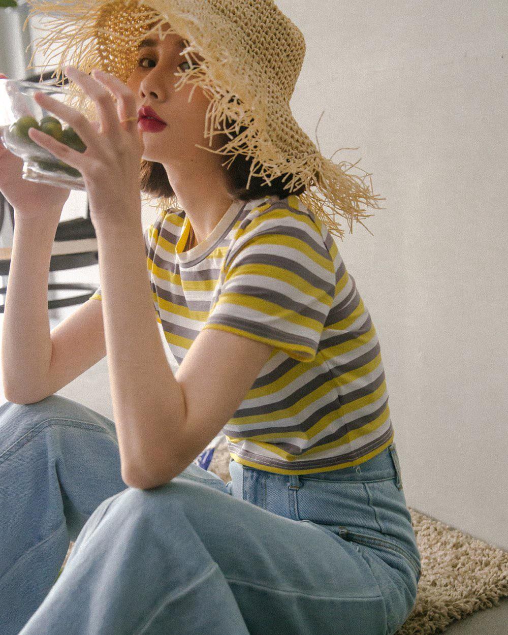 Bảo chứng cho vẻ sành điệu là combo áo phông – quần jeans với 15 ý tưởng diện mãi không biết chán này 10