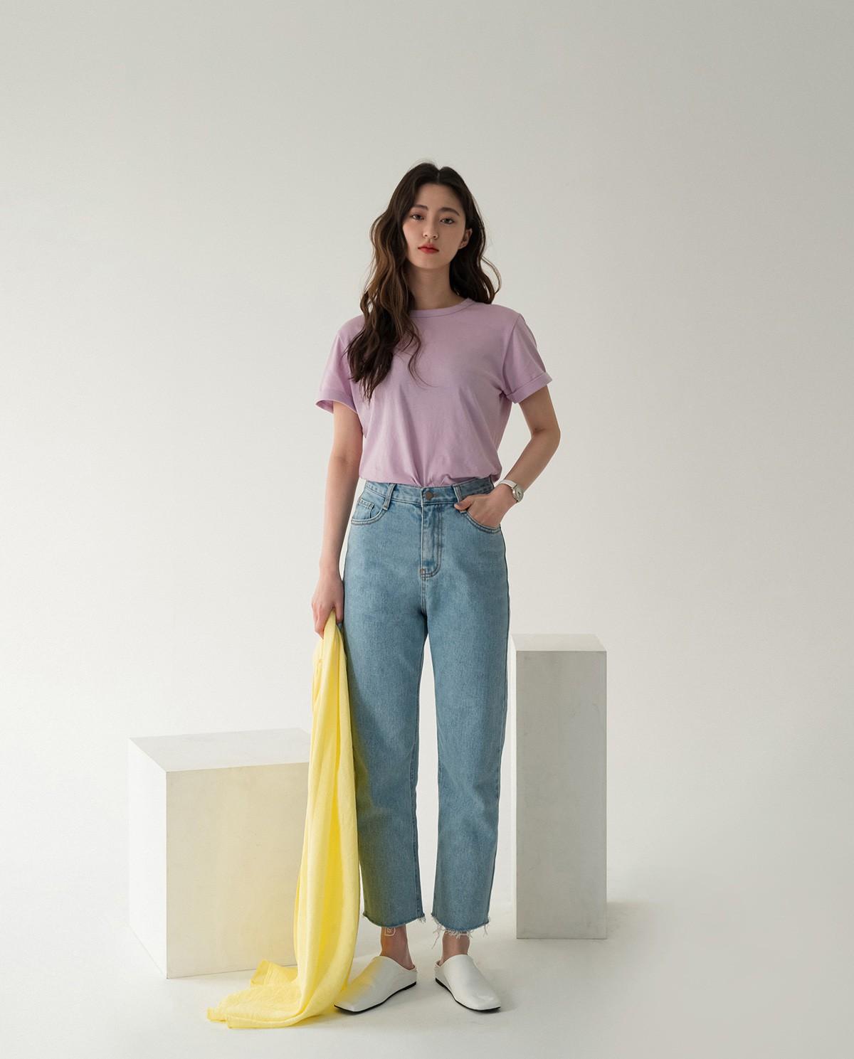 Bảo chứng cho vẻ sành điệu là combo áo phông – quần jeans với 15 ý tưởng diện mãi không biết chán này 14