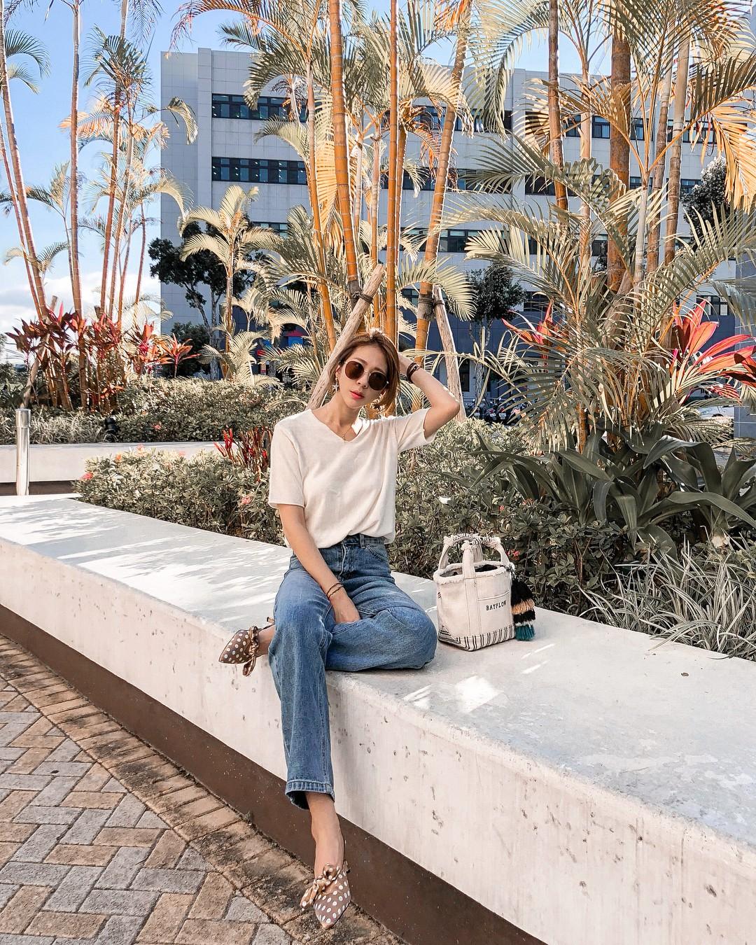 Bảo chứng cho vẻ sành điệu là combo áo phông – quần jeans với 15 ý tưởng diện mãi không biết chán này 12