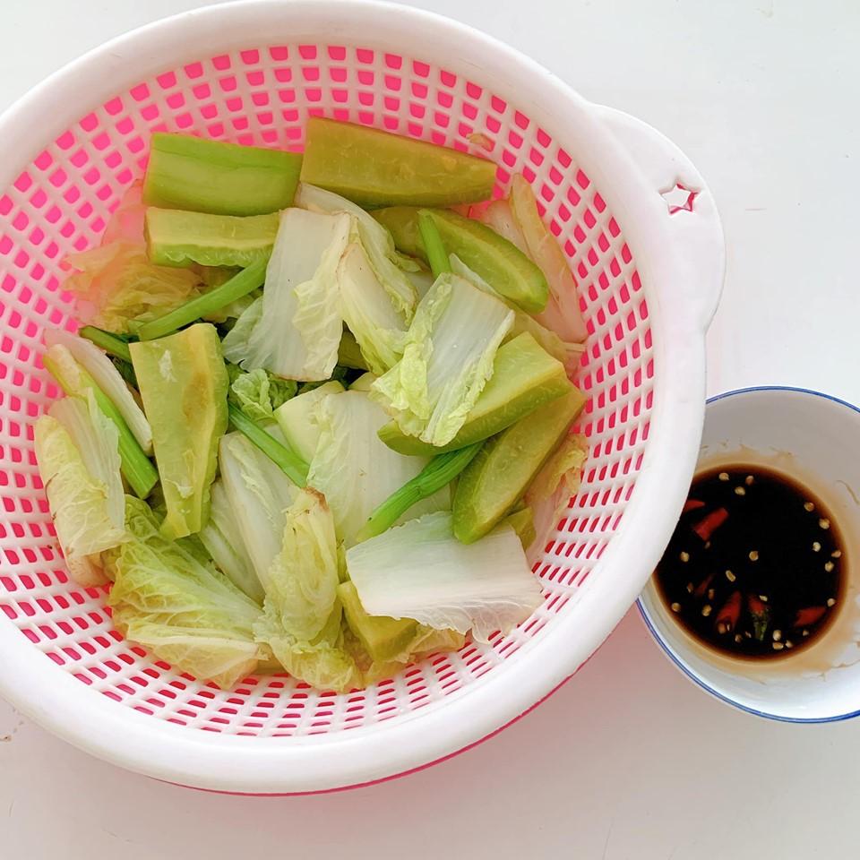 Thực đơn giản cân hà khắc của Thúy Vi: Uống nước ép cần tây nguyên chất và chỉ ăn cơm gạo lứt 9