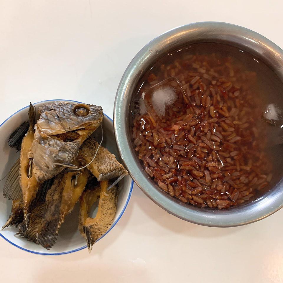 Thực đơn giản cân hà khắc của Thúy Vi: Uống nước ép cần tây nguyên chất và chỉ ăn cơm gạo lứt 14