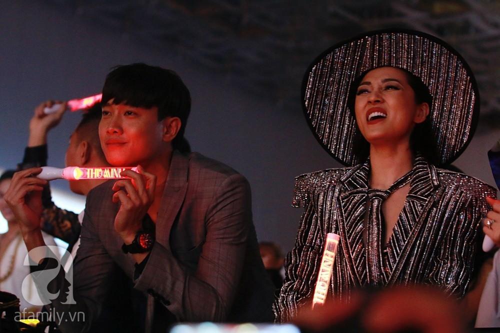 Quốc Trường 'dính chặt' tình cũ Bảo Anh mặc thiên hạ 'quẩy' nhiệt tình khi xem show Thu Minh 8