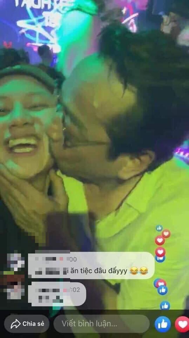 Lộ hình ảnh NSND Hoàng Dũng 'cưỡng hôn' Bảo Hân 'Về nhà đi con' như 'nuốt chửng' sau ồn ào cảnh cáo một diễn viên mới hỗn láo 0