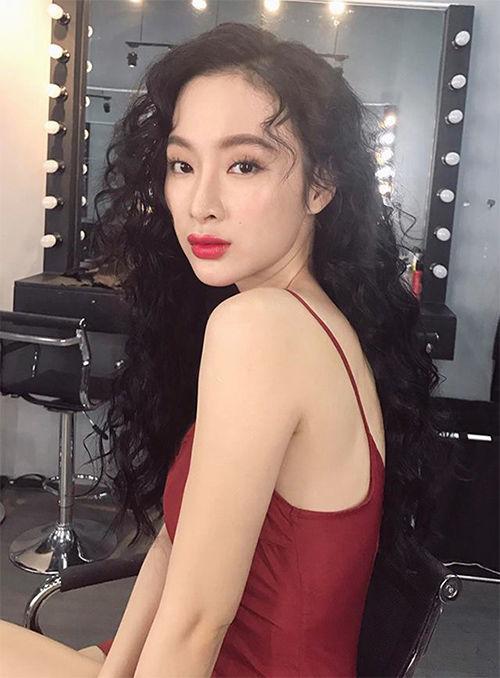 Angela Phương Trinh đẹp xuất sắc trong hình tượng quyến rũ, gợi cảm.