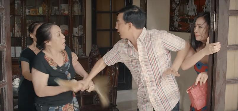 'Hoa hồng trên ngực trái': San (Diệu Hương) bị mẹ chồng cầm chổi đánh túi bụi đuổi ra khỏi nhà 2