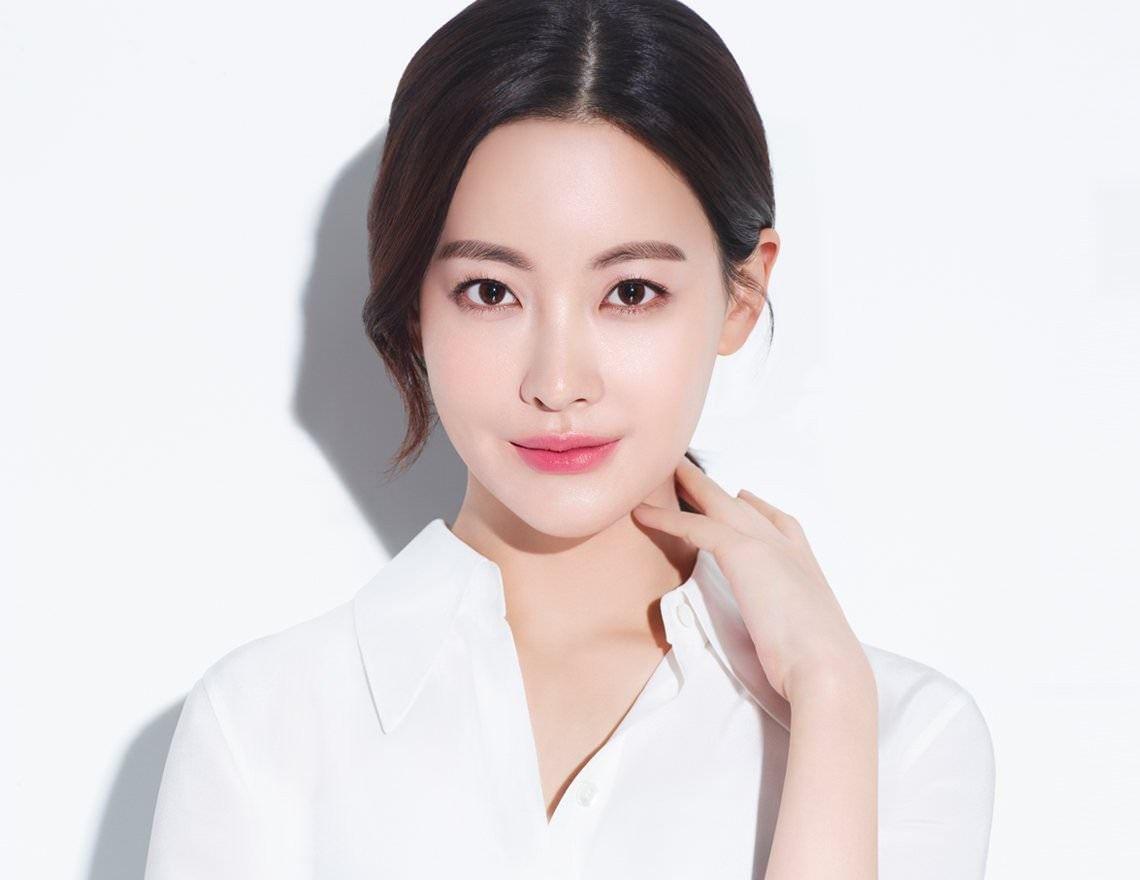 Chân dung 'Tiểu tam tin đồn' xen vào Goo Hye Sun và Ahn Jae Hyun: Mỹ nhân gợi cảm sở hữu vòng 1 nóng bỏng, từng có đoạn tình ái với Kim Bum 2