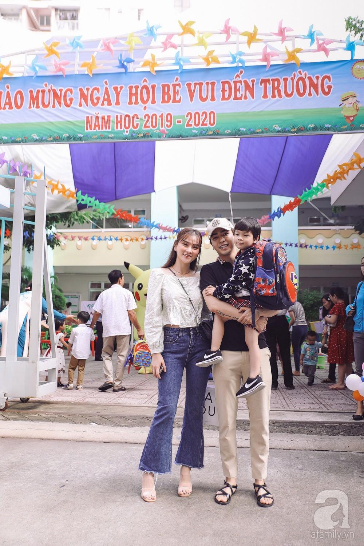 Thu Thủy cùng chồng kém 10 tuổi hào hứng đưa bé Henry tới trường trong ngày khai giảng năm học mới, bỏ qua loạt ồn ào không đáng có 2