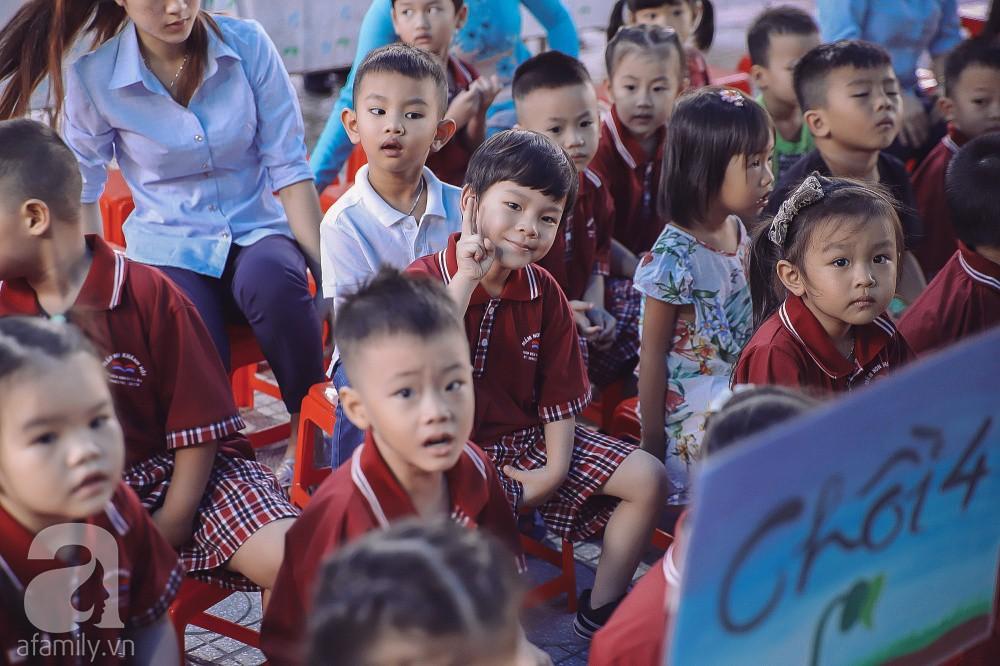 Thu Thủy cùng chồng kém 10 tuổi hào hứng đưa bé Henry tới trường trong ngày khai giảng năm học mới, bỏ qua loạt ồn ào không đáng có 10