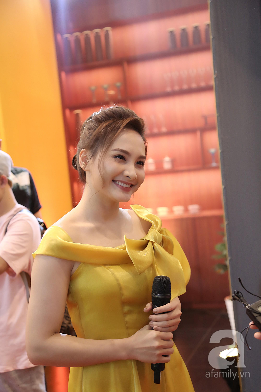 Nữ diễn viên Bảo Thanh tươi tắn, rạng rỡ trong chiếc váy vàng. Tại VTV Awards năm nay, nhiều người đặt kỳ vọng Bảo Thanh sẽ ẵm giải Nữ diễn viên xuất sắc nhất.