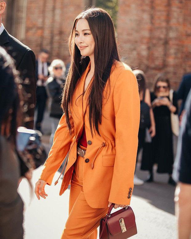 Hoa hậu thông minh Honey Lee được khen ngợi bởi gu thời trang và khí chất của mình tại sự kiện
