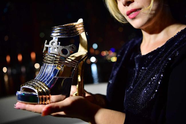 'Thánh nữ hàng hiệu' Ngọc Trinh có bạo chi đến đâu thì chắc cũng choáng váng khi nhìn giá đôi giày đắt nhất thế giới 2