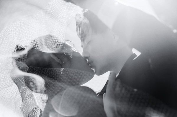 Mai Hồng Ngọc - nghệ danh Đông Nhi sẽ có một đám cưới đẹp như cổ tích ở Phú Quốc vào ngày 9/11. Suốt thời gian qua nữ ca sĩ sinh năm 1988 liên tục tiết lộ bộ ảnh cưới sang chảnh ở các nước trên thế giới của mình. Đông Nhi - Ông Cao Thắng trở thành cặp đôi hot nhất trong tháng 11 này.
